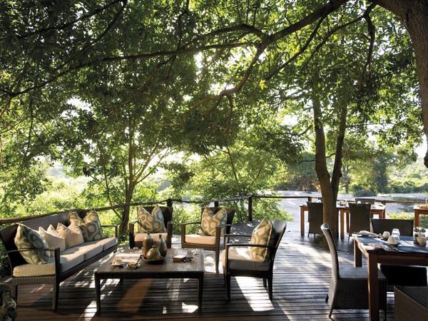 Large_lion-sands-river-lodge-river-deck-breakfast__800x532_