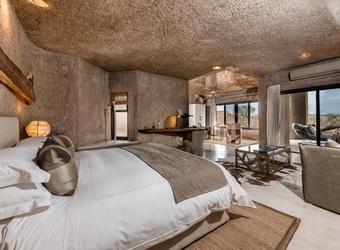 Sidebar_earth_lodge_-_main__luxury_suite_