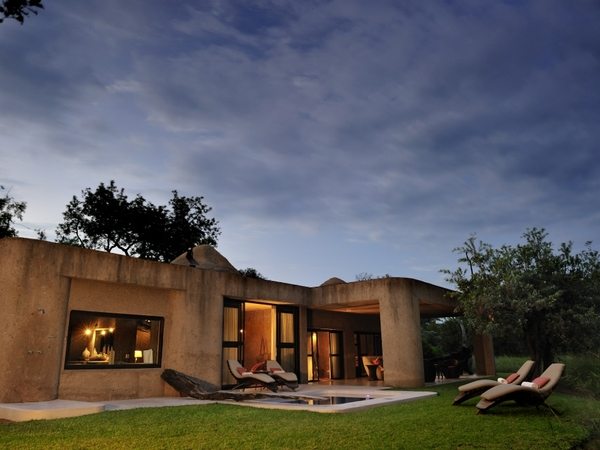 Large_earth_lodge_-_9__amber_suite_