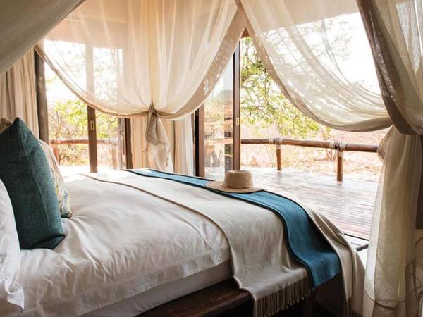 Large_bedroom-with-deck-madikwe-hills