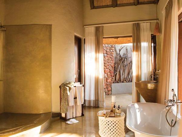 Large_luxury-bath-room-madikwe
