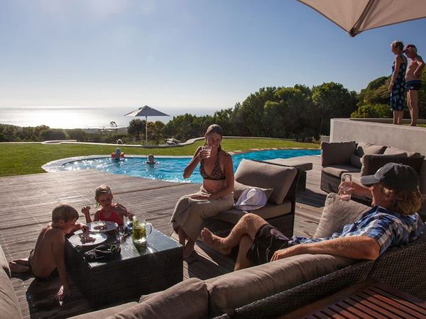 Large_pic697relaxing-by-the-pool-grootbos-lr