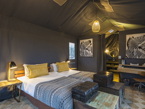Large_linyanti_tented_camp_-_1