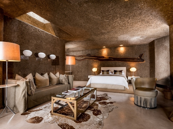 Large_earth_lodge_-_1__lux_suite_